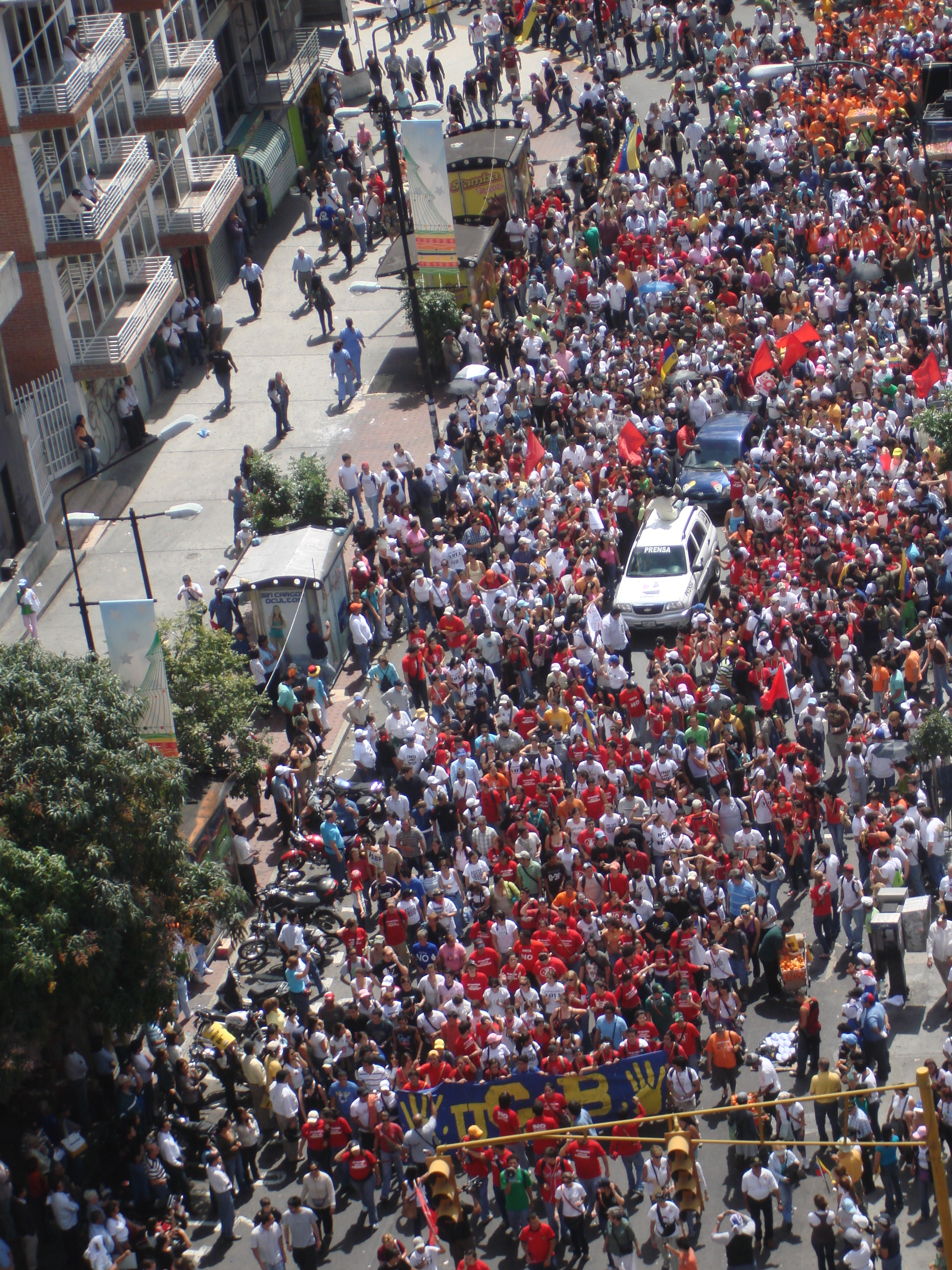 Students from the Universidad Católica Andrés Bello protesting in 2009<br />  Credit: René Reinsberg